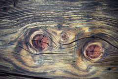 Beaux noeuds en bois sur la planche de sapin Images stock