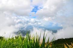 Beaux nuages et ciel de papier peint Images libres de droits