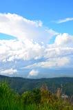 Beaux nuages et ciel de papier peint Photographie stock libre de droits
