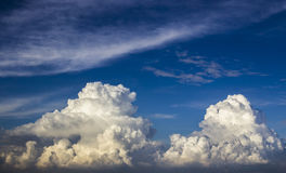 Beaux nuages luxuriants Photos stock