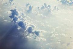 Beaux nuages peu communs stupéfiants photos libres de droits