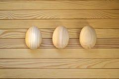 Beaux oeufs de pâques en bois Photographie stock