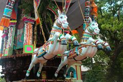 Beaux ornements de la voiture parivar de temple au grand festival de voiture de temple du temple thyagarajar de sri de thiruvarur images libres de droits