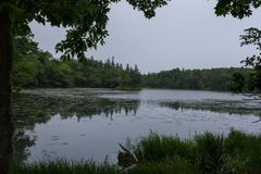 Beaux paysages tranquilles avec de l'eau se reflétants du Shiretoko 5 lacs Photo libre de droits