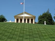 Beaux pelouse et manoir images libres de droits