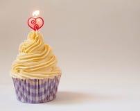 Beaux petit gâteau et bougie Image libre de droits