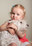 Beaux petits fille et chien blonds Photos libres de droits