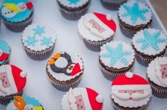 Beaux petits pains de bonhomme de neige du père noël de vacances de Noël Photographie stock libre de droits