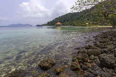 Beaux plage et bord de la mer thaïlandais Photos stock