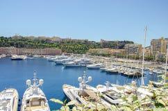 Beaux ports avec beaucoup de yachts au Monaco photographie stock libre de droits