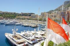 Beaux ports avec beaucoup de yachts au Monaco images stock