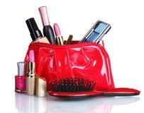 Beaux sac et produits de beauté rouges de renivellement Photographie stock
