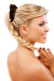 Beaux sourires blonds, dans le profil Photographie stock