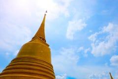 Beaux temples thaïlandais à Bangkok photos stock
