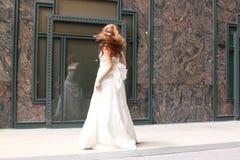 Beaux tours roux caucasiens sa tête Photographie stock libre de droits