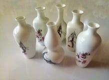 Beaux vases imprimés blancs photographie stock