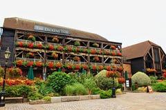 Beaux vieux bâtiments et jardins Londres centrale Angleterre photographie stock libre de droits