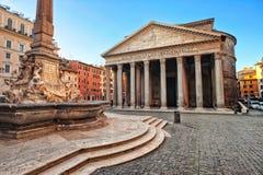Beaux vieux hublots à Rome (Italie) Photo stock