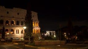 Beaux vieux hublots à Rome (Italie) Colosseum la nuit banque de vidéos