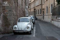 Beaux vieux hublots à Rome (Italie) 5 décembre 2017 : Vieille rue à Rome, Italie photo stock