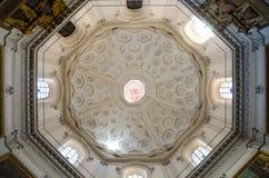 Beaux vieux hublots à Rome (Italie) 1er novembre 2017 Dôme de l'église Santa Maria della Pace Images libres de droits