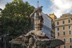 Beaux vieux hublots à Rome (Italie) Fontaine de Triton à la place de Barberini Image libre de droits