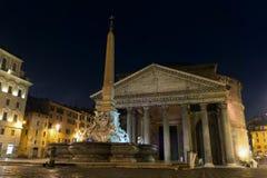 Beaux vieux hublots à Rome (Italie) Panthéon la nuit Images libres de droits