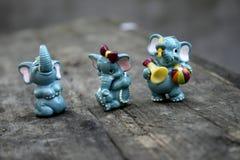 Beaux beaux vieux jouets éléphant et hippopotame de bébé photographie stock libre de droits