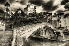 Beaux villages médiévaux de l'Italie - le Dolceaqua Images stock