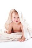 Bebé adorable envuelto en la manta blanca Imagen de archivo libre de regalías
