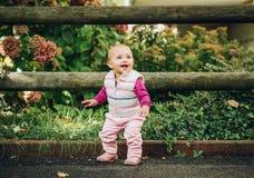 Bebé adorable que juega afuera Fotos de archivo libres de regalías