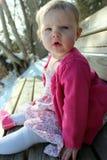 Bebé adorable que se sienta en banco Imágenes de archivo libres de regalías
