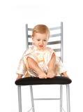 Bebé adorable que se sienta en una silla Fotos de archivo libres de regalías