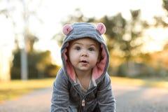 Bebé afuera en un traje muy lindo del ratón Imagen de archivo libre de regalías