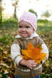Bebé agradable con las hojas Imagen de archivo libre de regalías