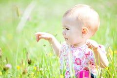 Bebé al aire libre Fotos de archivo libres de regalías
