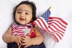 Bebé americano asiático orgulloso que celebra el cuarto de julio Fotos de archivo libres de regalías