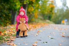 Bebé ao ar livre Fotografia de Stock Royalty Free