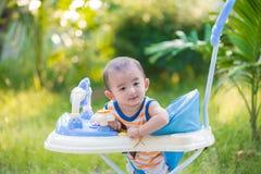 Bebé asiático en el caminante del bebé Foto de archivo libre de regalías