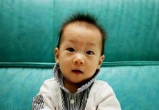 Bebé asiático joven Imagenes de archivo