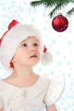 Bebé bonito en sombrero del rojo de la Navidad de Papá Noel Fotografía de archivo libre de regalías