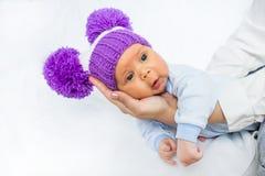Bebé bonito y divertido imagen de archivo