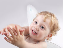 Bebé con el ala del ángel Imagenes de archivo