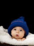 Bebé con el casquillo Fotografía de archivo