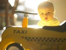 Bebé con el coche del juguete Foto de archivo libre de regalías