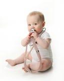 Bebé con el estetoscopio Fotografía de archivo libre de regalías