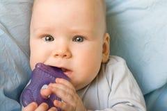 Bebé con el juguete Foto de archivo libre de regalías