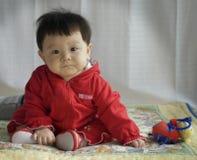 Bebé con el ladybug del juguete Fotos de archivo