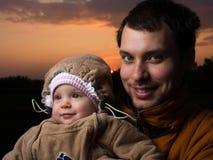 Bebé con el papá Imagen de archivo libre de regalías