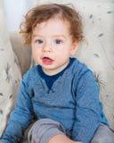 Bebé con el pelo rizado Imagen de archivo